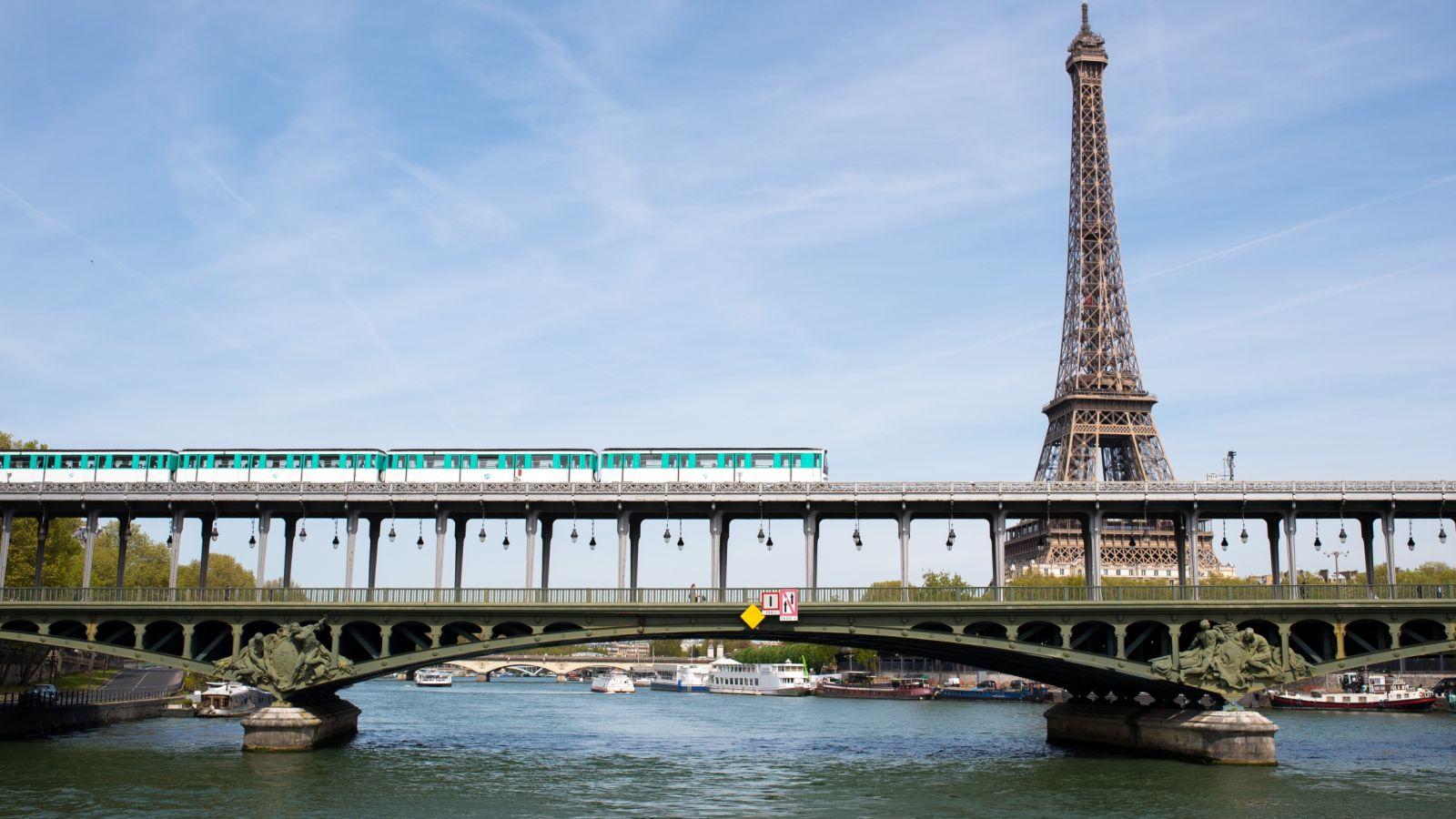kinh nghiem du lịch paris 6 elle man