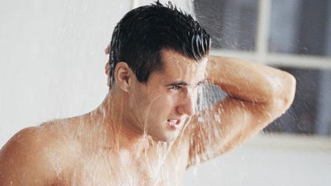 12 lỗi chăm sóc cơ thể thường thấy trong phòng tắm của cánh đàn ông