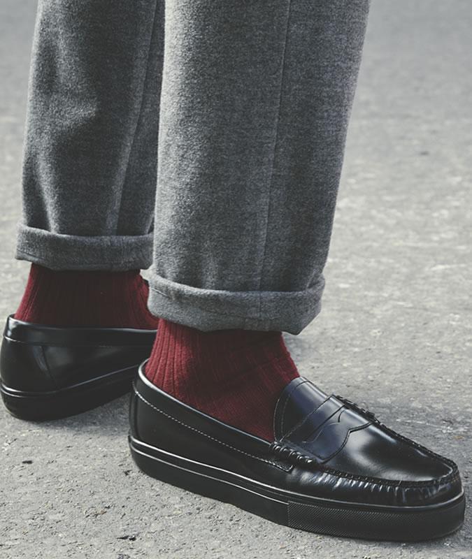 Đôi khi những điểm xuyết tinh tế sẽ tạo nên phong cách hoàn hảo hơn là một out fit rực rỡ. Ảnh: Fashionbeans