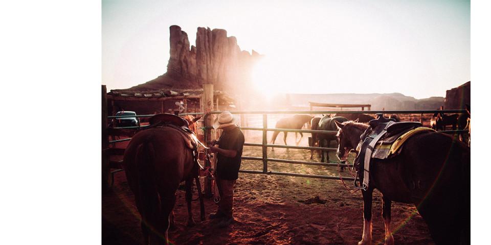 Chàng cao bồi bên chú ngựa già. Ảnh: André Josselin