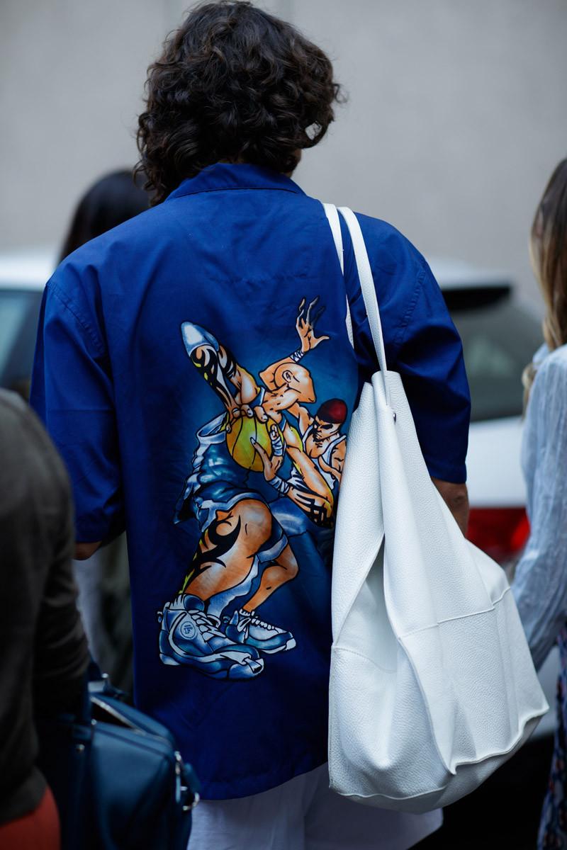 Những chiếc túi tote giờ đây không còn nhàm chán mà được biến hóa với nhiều phong cách thú vị. Ảnh: IMAXTREE