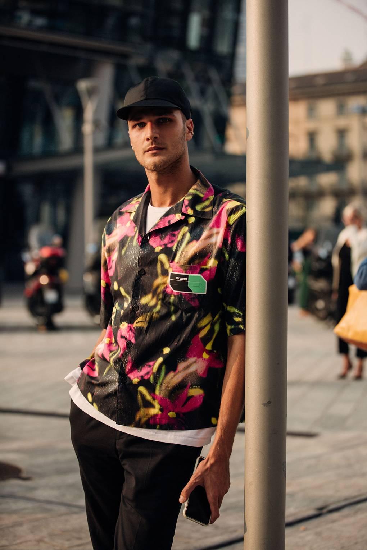Khác với New York hay London, thời trang đường phố ở Milan là sự kết hợp tài tình giữa cổ điển và hiện đại, giữa thanh lịch và bụi bặm để tạo ra để tạo nên sự đa dạng về màu sắc và phong cách. Một Milan bình yên và rực rỡ!