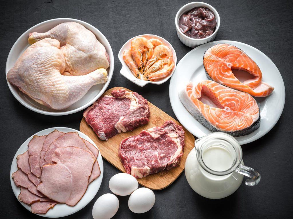 Các loại thức ăn giàu vitamin B-12. Ảnh: Dr. Weil