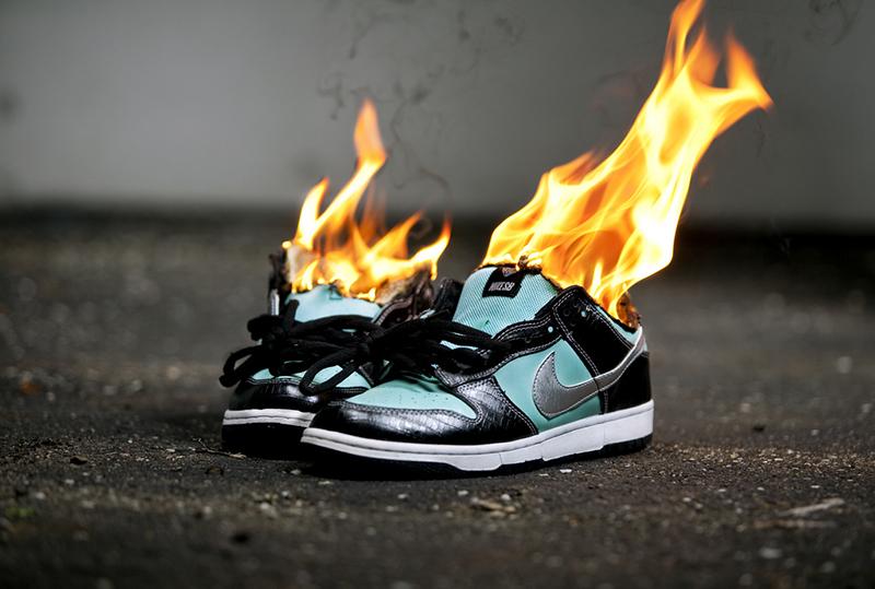 Người Mỹ phẫn nộ Colin Kaepernick, thương hiệu Nike bội thu