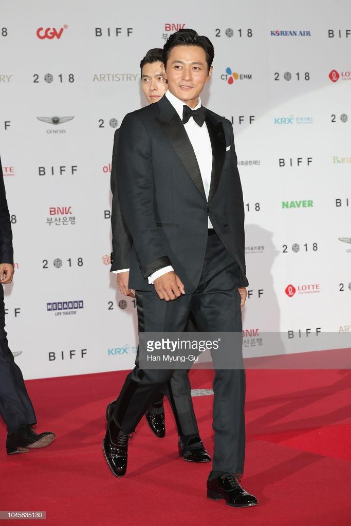 Lần đầu tiên xuất hiện trong danh sách thời trang sao nam của ELLE Man, Jang Dong-Gun nổi bật trong bộ trang phục cổ điển với thần thái chuẩn lịch lãm soái ca. Ảnh: Getty Images