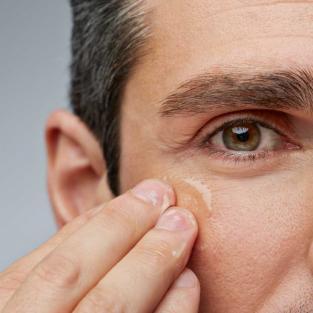 Loại Vitamin nào giúp làm chậm quá trình lão hóa da ở nam?