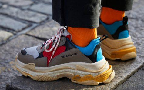 Đôi Triple S của Balenciaga gần đây đã tạo được sức hút không kém người tiền nhiệm của mình (Ảnh: Footwear News)