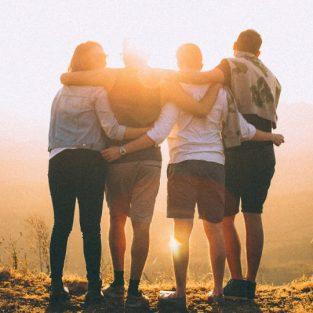 Phải làm sao khi bạn đứng giữa tình bạn và tình yêu?