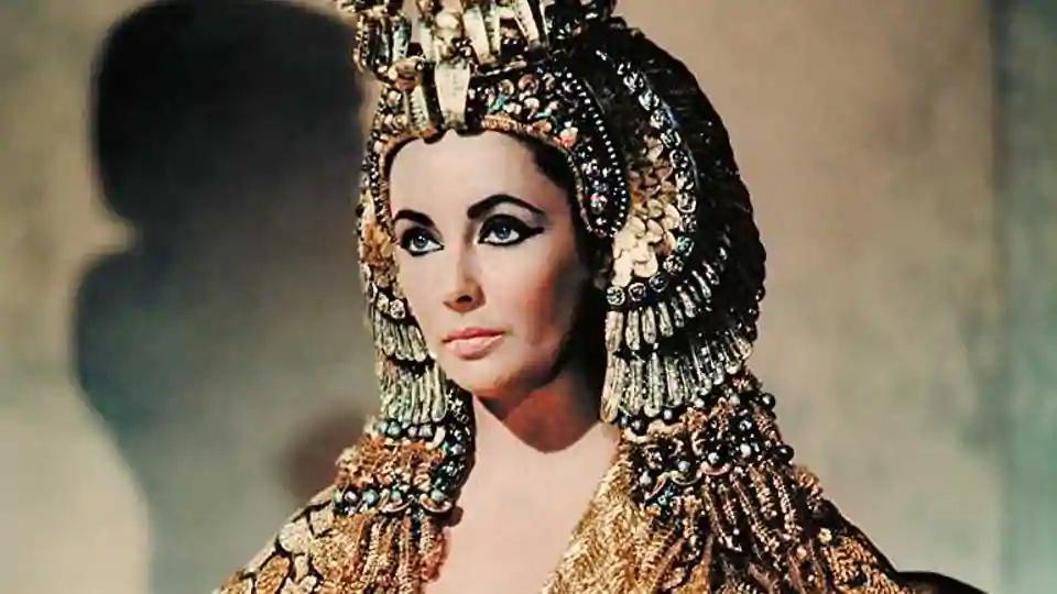 phu nu quyen luc Elizabeth Taylor in Cleopatra (1963).(IMDb.com) - elle man (1)