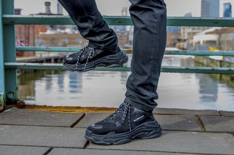 Khi thời trang cao cấp làm giày thể thao: Sneakers đua nhau tăng giá