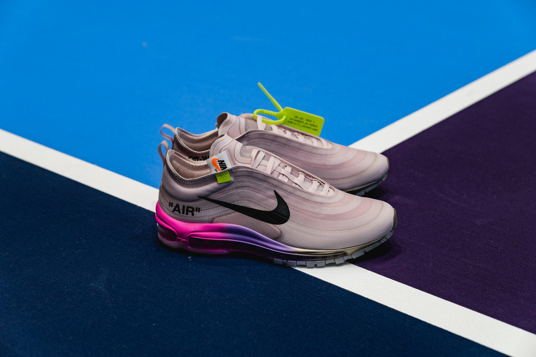 "giay theo thao dat nhat q3.2018 - Off-White x Nike Air Max 97 ""Queen"" - elle man"