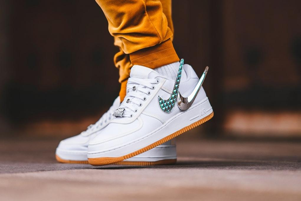 "giay theo thao dat nhat q3.2018 - Travis Scott x Nike Air Force 1 Low ""Sail"" - elle man"