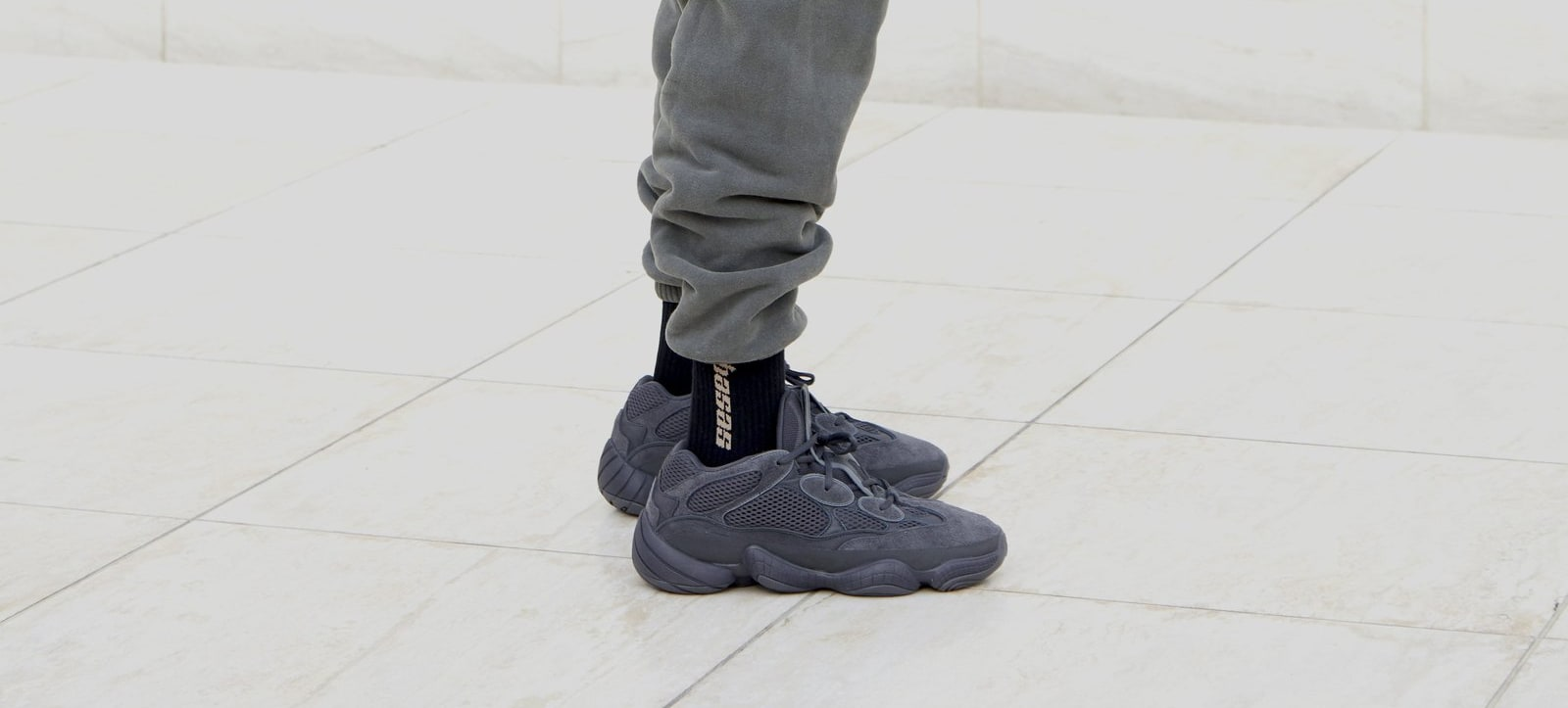 "giay theo thao dat nhat q3.2018 - Yeezy Boost 500 ""Utility Black"" - elle man"