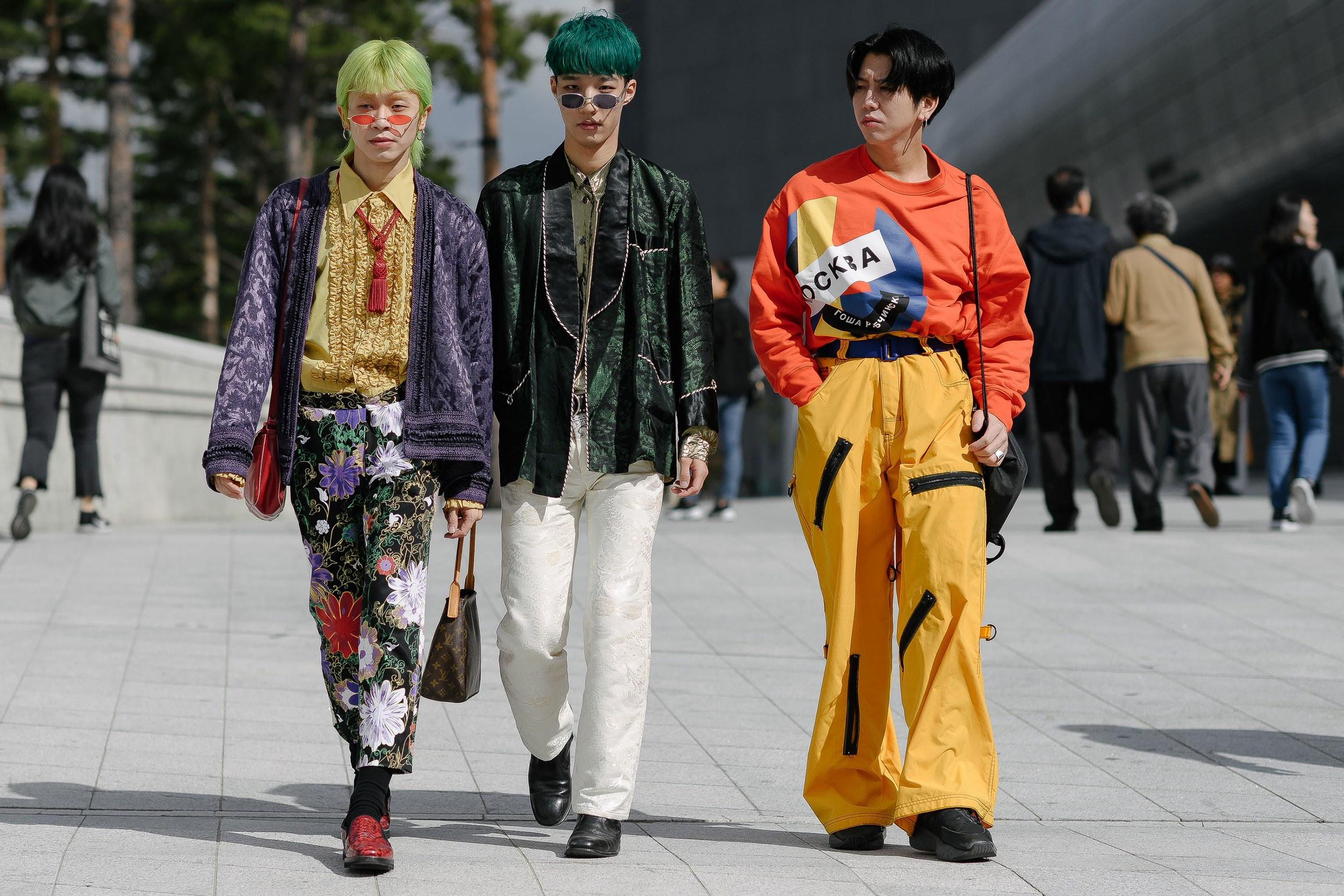 Những gam màu nổi bật chính là dấu ấn đặc trưng của thời trang Hàn Quốc. Ảnh: Alex Finch