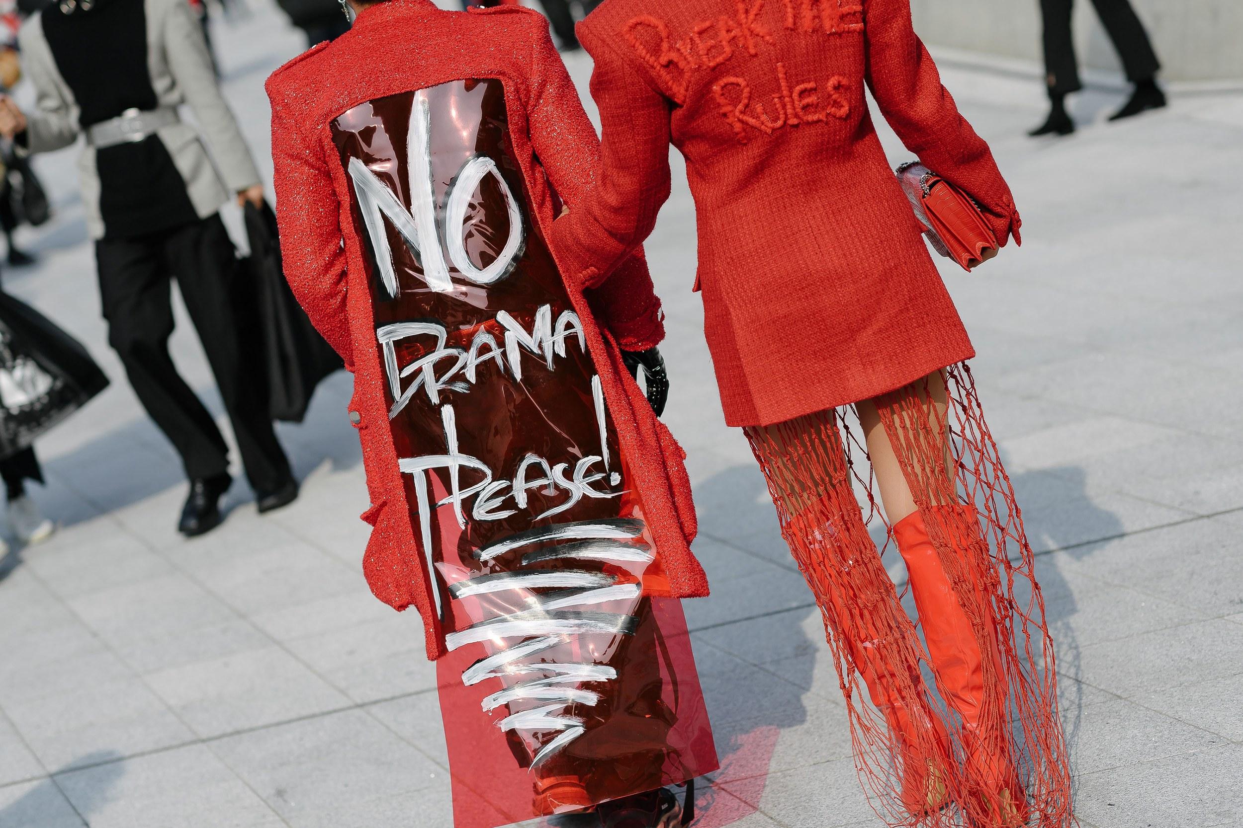 """Chiếc áo """"No Drama Coat"""" by Nguyễn Tiến Truyển lọt vào mắt xanh của nhiều nhiếp ảnh gia hàng đầu. Ảnh: Alex Finch"""