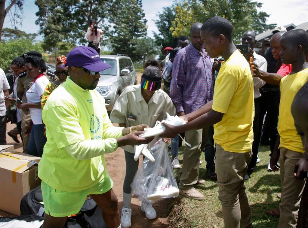 Tin tức thời trang cuối tháng 10 đáng chú ý bởi hành động thiện nguyện của nhà West với trẻ em Uganda.