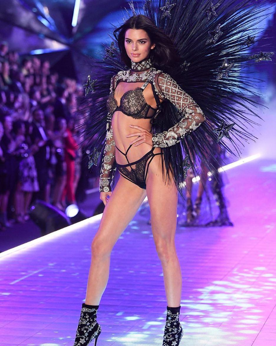 Độ nổi tiếng của Kendall ban đầu bắt nguồn từ việc xuất hiện trên show truyền hình thực tế của gia đình Kardashian. Cộng với nhan sắc sẵn có, body quyến rũ và gu ăn mặc chất, cô dần trở thành một người đẹp được yêu thích trên Instagram và sau đó trở thành siêu mẫu thời trang.. Ảnh: Shutterstock