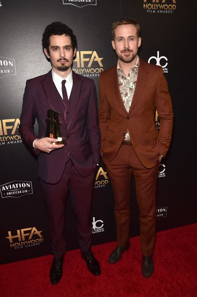 Ryan Gosling cũng là người trao giải thưởng đạo diễn xuất sắc cho Damien Chazelle. Ảnh: Style Nine