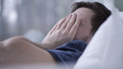 Ngủ không đủ giấc và giải pháp cải thiện tinh thần bằng nước