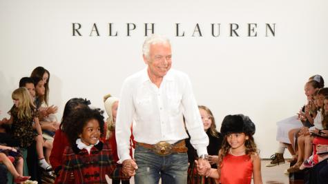 Ralph Lauren là NTK Mỹ đầu tiên nhận giải thưởng Hiệp sĩ danh dự của Nữ hoàng Anh