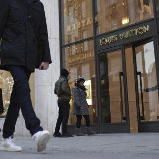 """Thời trang cao cấp đang """"lung lay"""" trước tình hình kinh tế Trung Quốc trong tương lai"""