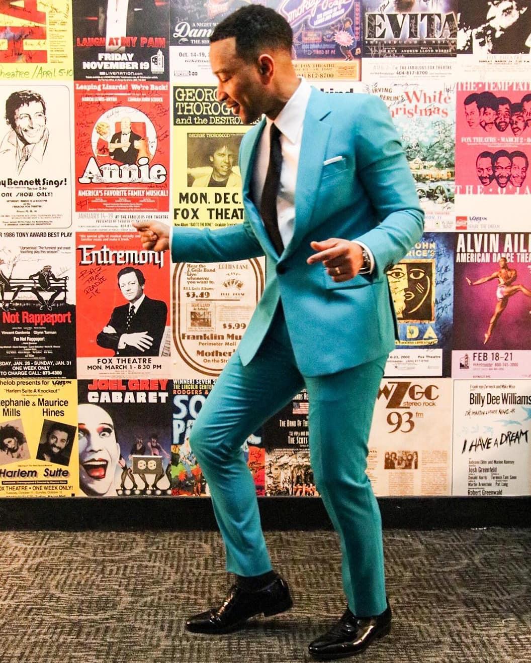 John Legend lọt top thời trang sao nam với bộ suit xanh cực kỳ thanh lịch. Ảnh: Instagram @johnlegend