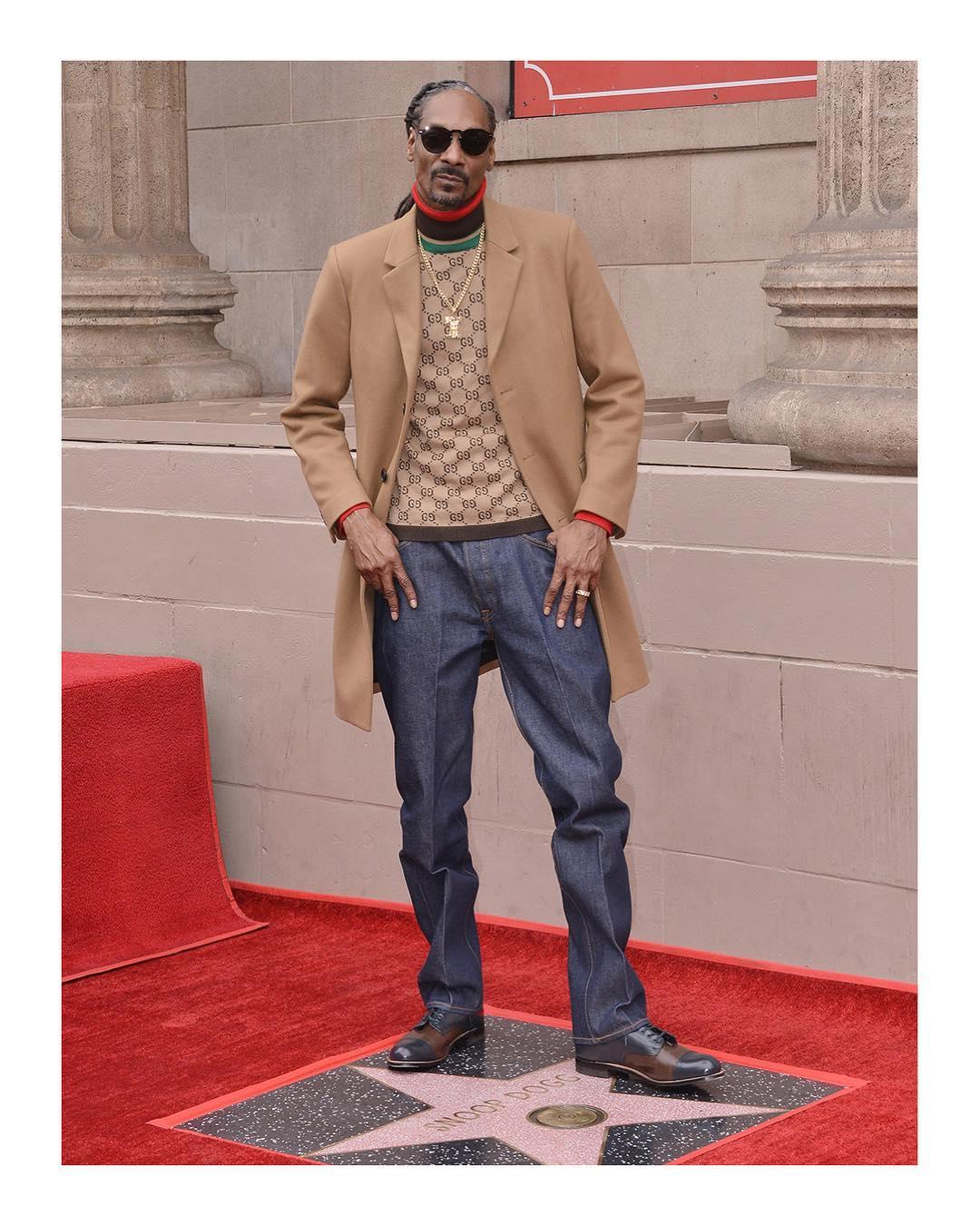 Snoop Dogg xuất hiện trên Đại lộ Danh vọng Hollywood. Ảnh: Gucci