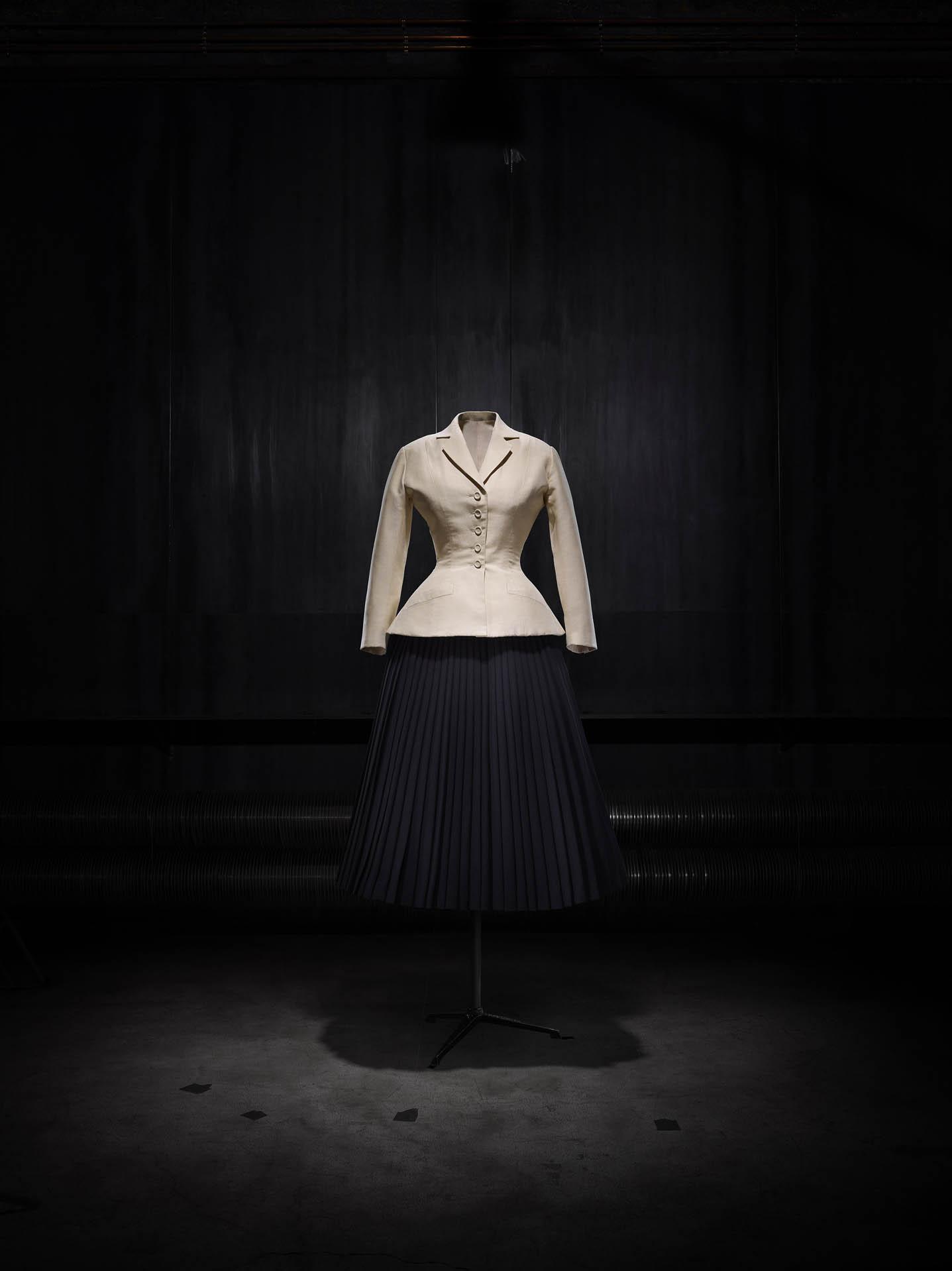 Hơn 70 năm qua nhưng thiết kế nằm trong BST New Look vẫn gây được ấn tượng. Ảnh: Dior
