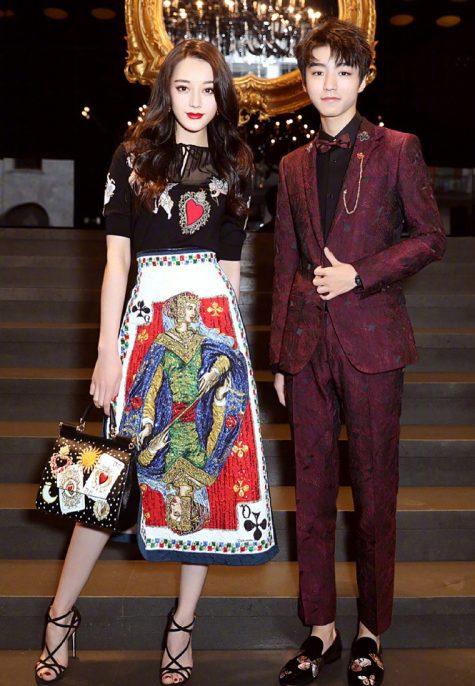 Địch Lệ Nhiệt Ba và Vương Tuấn Khải, hai người mẫu đại diện cho thương hiệu Dolce & Gabbana.