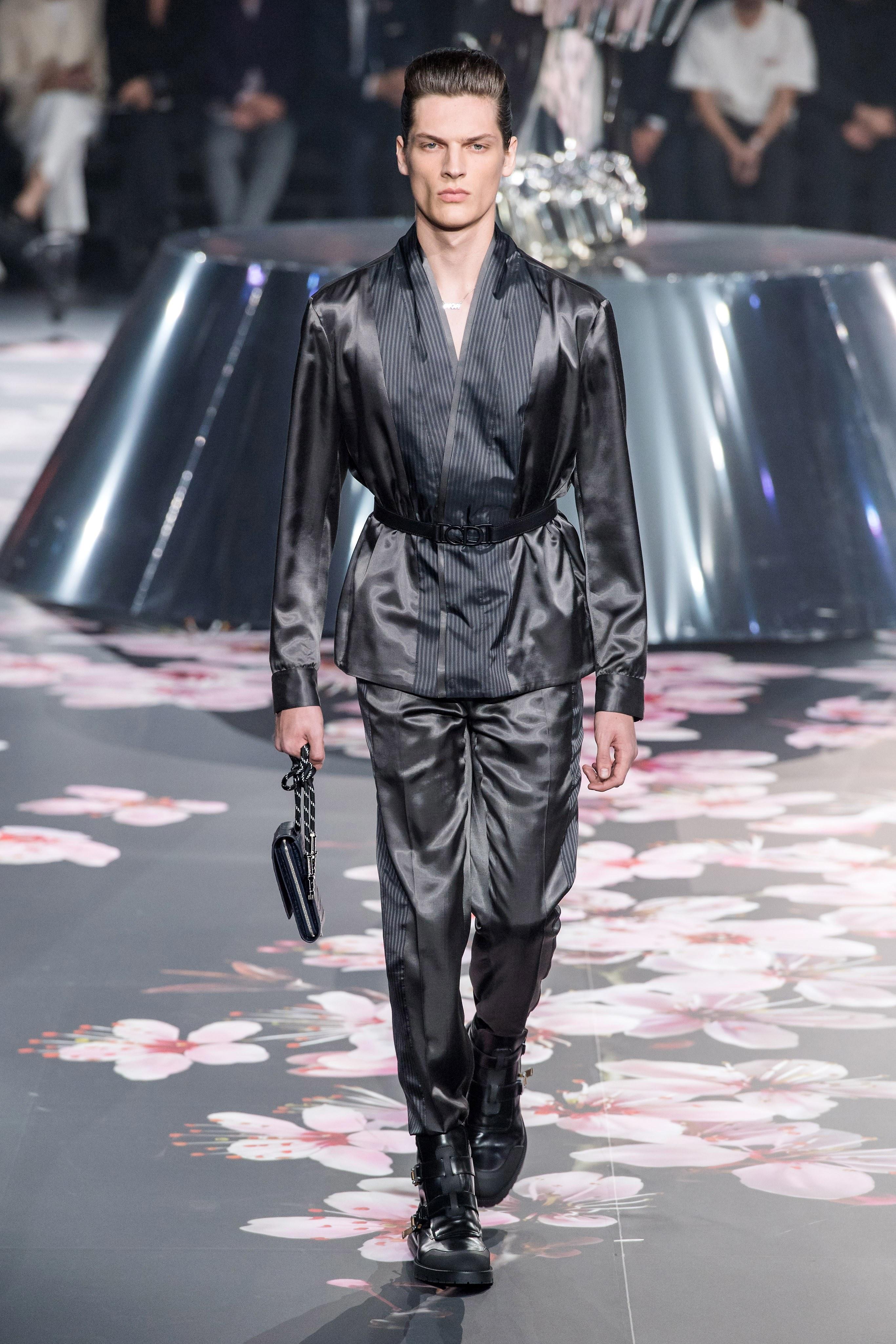 Cách tân áo blazer từ chiếc áo yukata truyền thống của người đàn ông Nhật Bản. Ảnh: Vogue