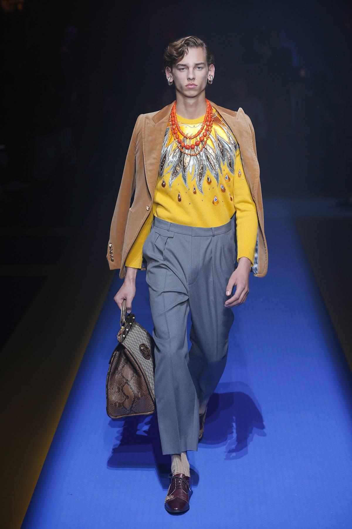 """Triết lý """"bẻ cong giới tính"""" được áp dụng triệt để mang đến một mỹ cảm mới lạ về chân dung người đàn ông hiện đại. Ảnh: Gucci"""