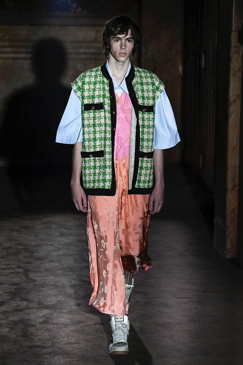 Dưới thời Michele, những chàng trai Gucci dần phá bỏ mọi rào cản giới tính để chạm đến biên giới unisex. Ảnh: Vogue
