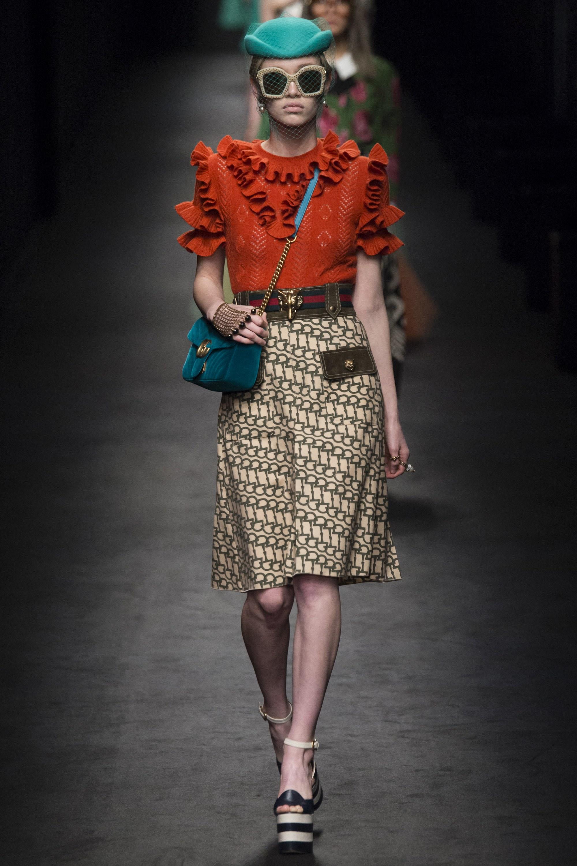 """Gucci Thu-Đông 2016 như một lời thách thức trước dư luận rằng một """"vũ trụ"""" thời trang mới sắp được khai sinh. Ảnh: Vogue"""