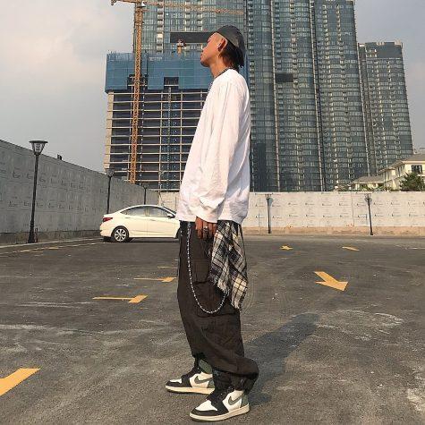 Wean Le gây ấn tượng với bộ outfit được điểm nhấn thêm vài phụ kiện độc đáo. Ảnh: Instagram @weantodale