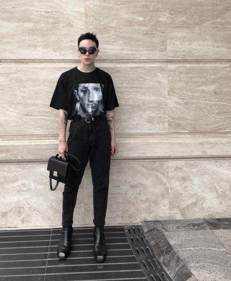 Với Kelbin, việc sử dụng túi xách là một điều hiển nhiên miễng là chúng phù hợp với outfit của bạn. Ảnh: Instagram@kelbinlei