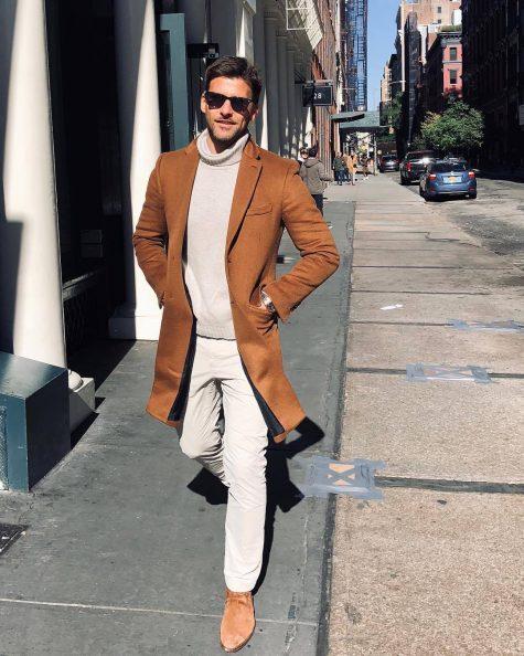 Xếp thứ 19 trong top thời trang ấn tượng không ai khác chính là cựu người mẫu Đức Johannes Huebl. Một ngày cuối Thu, anh chàng diện ngay bản phối với áo cổ lọ, trench coat màu camel cùng đôi chelsea boots cùng tông đã tạo nên phong vị cổ điển lúc giao mùa. Ảnh: Instagram @Johannes Huebl