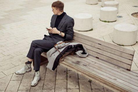 Boots họa tiết đi với suit tạo nên phong vị mới mẻ. Ảnh: Esquire