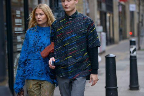 Balenciaga cũng góp mặt ở tuần lễ thời trang London cho nam 2019 với áo sơ mi sặc sỡ. Ảnh: Vogue