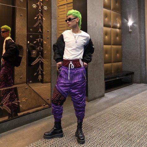Người mẫu kiêm stylist Fuji Nguyễn mang đến outfit tươi trẻ, nổi loạn cho bảng xếp hạng thời trang sao nam nửa đầu tháng 1/2019. Ảnh: Instagram @weedheadasss