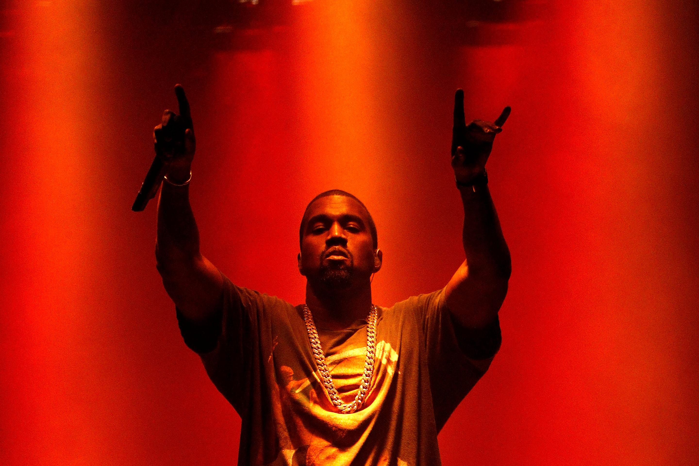 Biểu tình tại Mỹ: Kanye West quyên góp cho gia đình Floyd, Taylor và Arbery  2 triệu đô la và xuống đường biểu tình tại Chicago - VIỆT HIPHOP