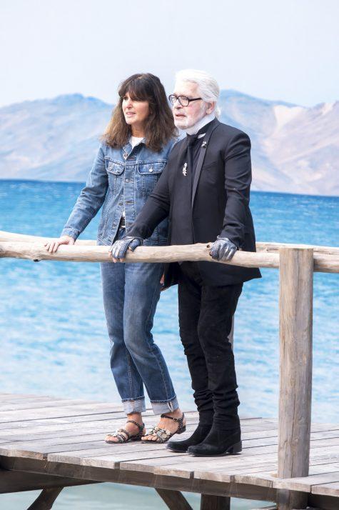 """Giám đốc sáng tạo Karl Lagerfeld (phải) là người có công gầy dựng và nhân rộng tinh thần """"Chanel"""" đến đông đảo giới mộ điệu. Ảnh: Vogue"""
