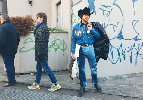 Tuần lễ thời trang Milan còn chứng kiến những bộ denim, mũ cao bồi mang cảm hứng viễn tây. Ảnh: Vogue