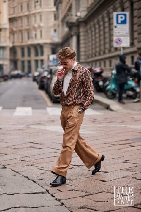 Phối áo da rắn với quần oversize, giày âu, mắt kính cùng mái tóc bồng bềnh khiến fashionisto này trông như một gã lãng tử của năm 90s.Ảnh: The Trend Spotter