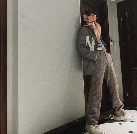 Outfit mang đậm tinh thần unisex mới mẻ của Sơn Tùng M-TP. Ảnh: sontungmtp