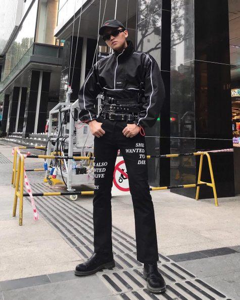 Thêm một oufit đen nhưng vẫn không hề chám nhán từ stylist Kenshj Phạm. Ảnh: Instagram @kenshj_pham