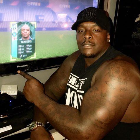 Quái vật thể hình Adebayo Akinfenwa: Gã Hulk của bóng đá
