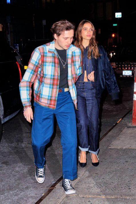 Brooklyn Beckham cùng cô bạn gái Hana Cross thân mật trên đường phố. Ảnh: Vogue