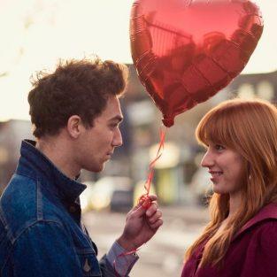 """""""Thoát ế"""" mùa Valentine với 6 bí quyết cho những chàng trai e thẹn"""