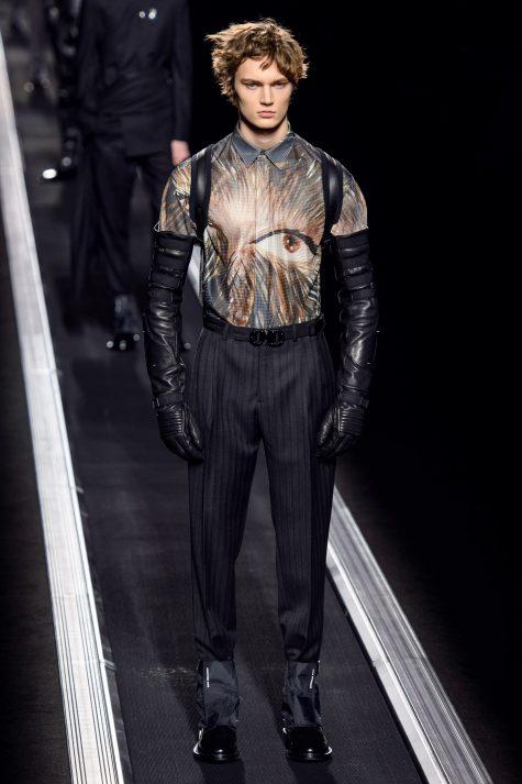 Những chàng trai Dior khỏe khoắn mang đậm cảm hứng tương lai. Vogue