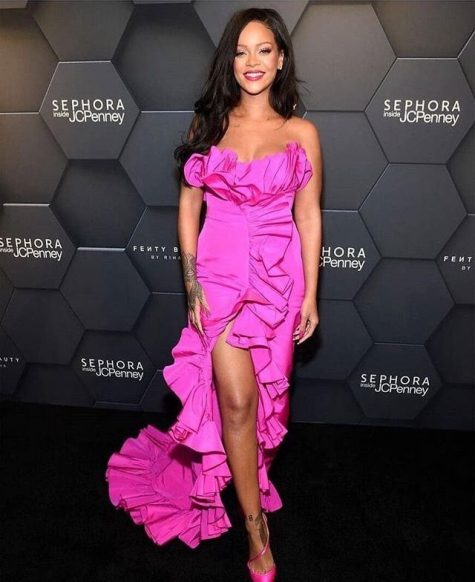 """Tin tức thời trang đáng chú ý trong tháng 1 vừa qua chính là việc giọng ca """"Umbrella"""" gia nhập tập đoàn LVMH và mở thương hiệu thời trang cao cấp. Ảnh: Hollywood Life"""